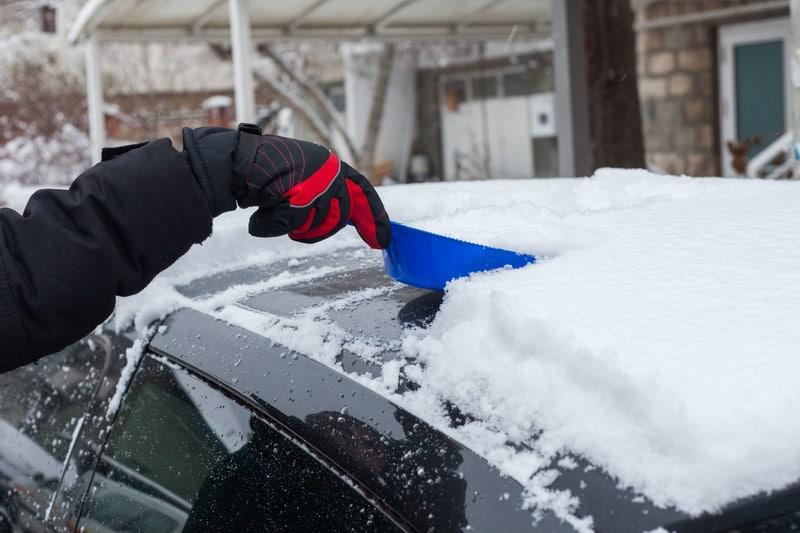 Car-Ice-Shovel-Scraping