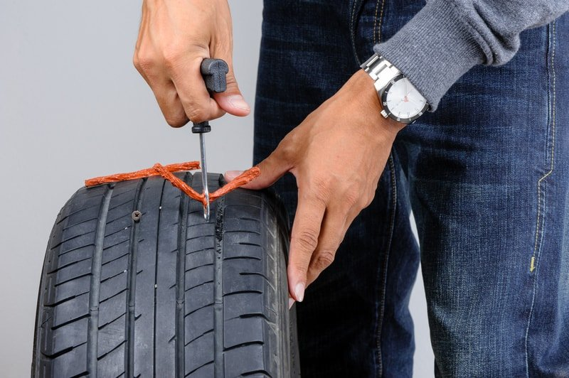 /Car-tire-inserting-the-string-plug