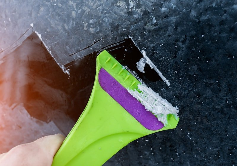 Ice-scraper-window-cleaning