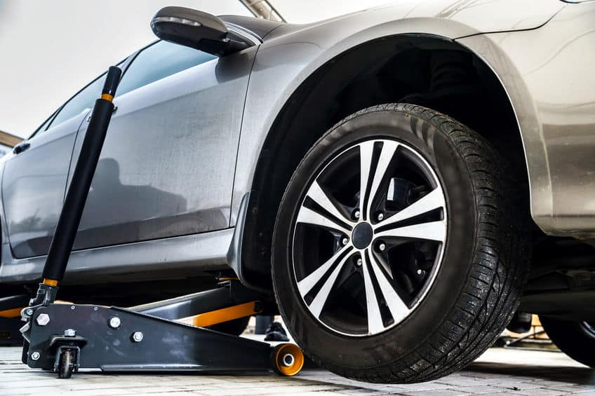 Re-installing-the-car-tire