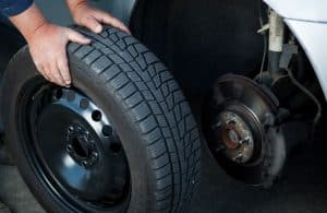 Replacing the car tire