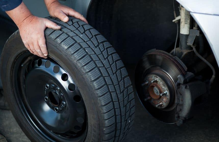 Replacing-a-car-tire