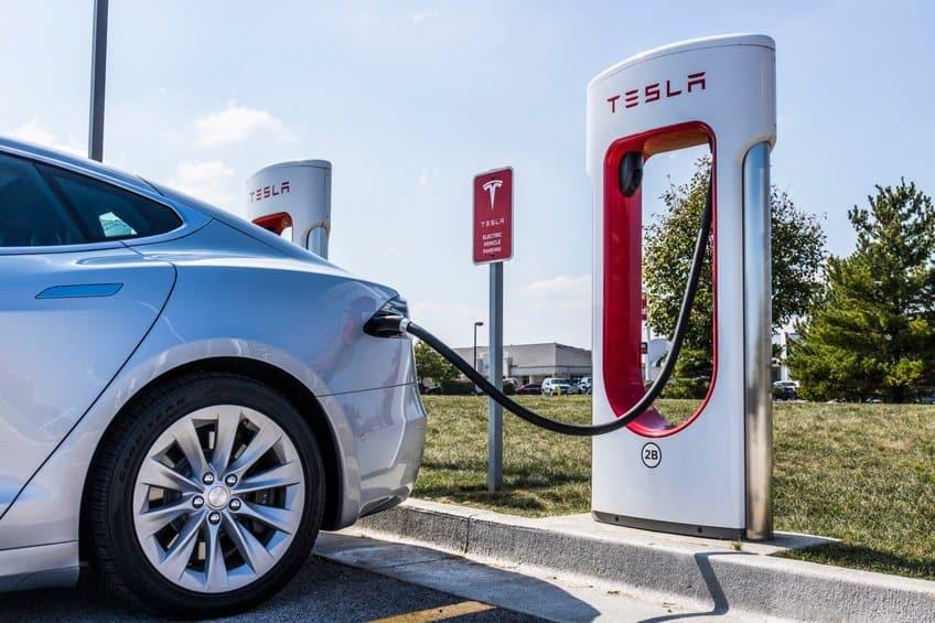 Tesla supercharging station level 3