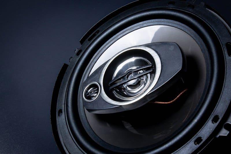 Car audio component speaker with built-in tweeters
